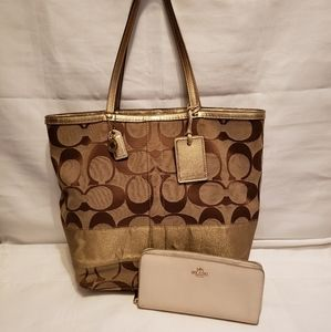 Coach Large Canvas Tote #10125 & Wallet Combo